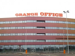 0135-orange-office
